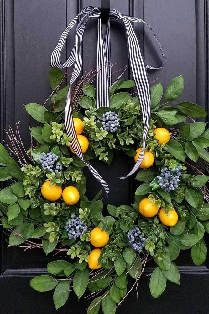 Mas, se preferir, ao invés de flores use frutas na guirlanda de natal