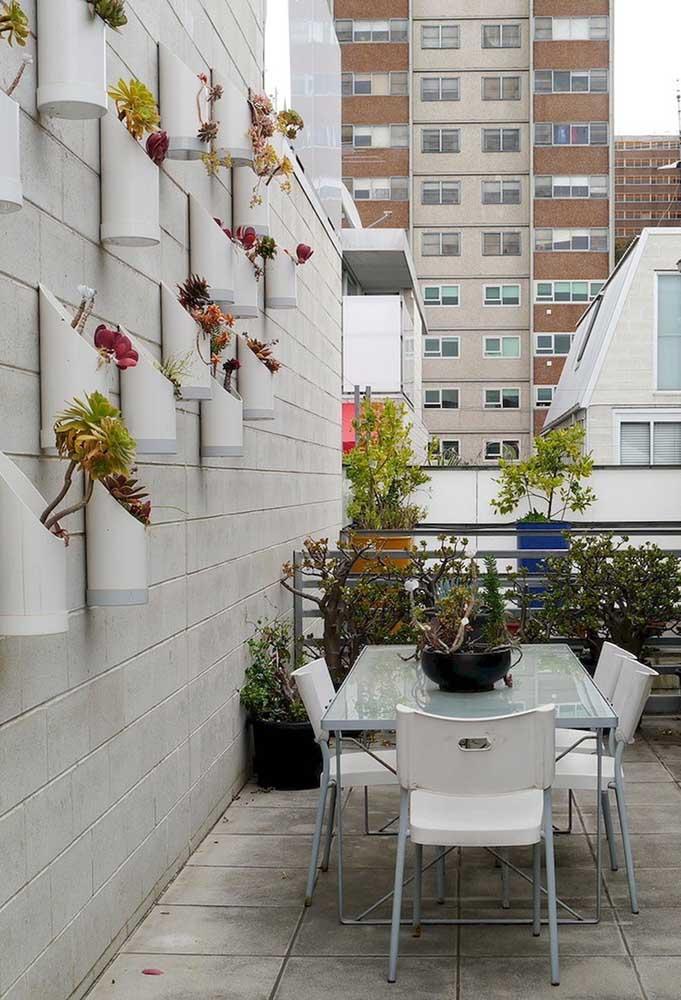 A melhor opção para varandas de apartamento: jardim vertical