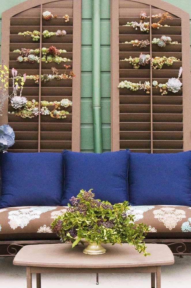 O que fazer com uma antiga veneziana? Um jardim vertical de suculentas!