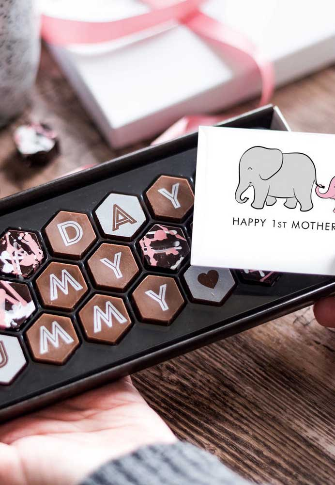 Quer presente mais delicioso do que chocolate? O que acha de entregar isso como lembrancinha para o dia das mães?