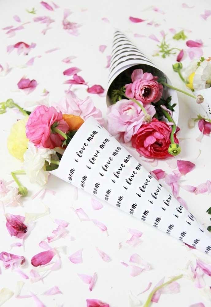 Que tal um buquê de flores totalmente diferenciado? Esse pode ser o presente de dia das mães.