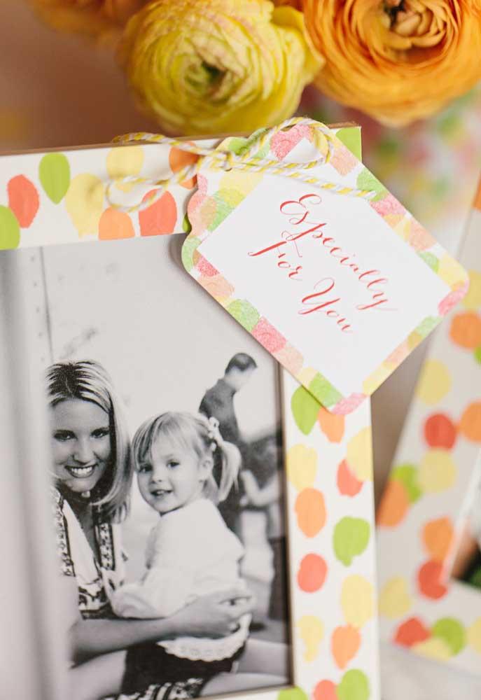 Quer recordação melhor do que um porta-retrato? Escolha um modelo para entregar como lembrancinha dia das mães.