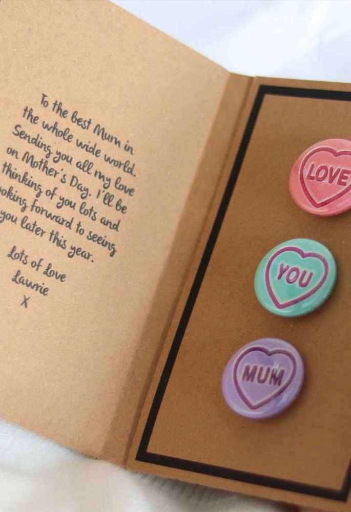 Você mesmo quer colocar a mão na massa? Que tal preparar esse cartão e entregar como lembrancinha para o dia das mães?