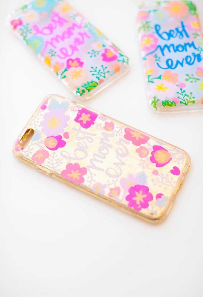 Que tal agradar a mamãe com uma capa de celular personalizada?