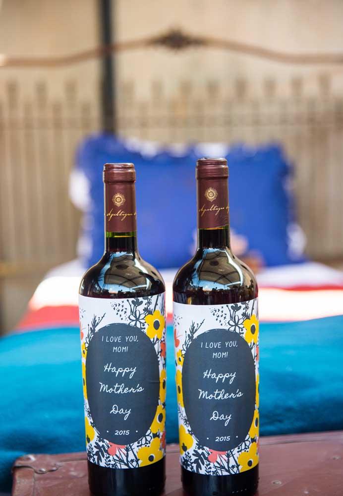 Se a mamãe aprecia um bom vinho, nada melhor do que presenteá-la com uma garrafa de vinho personalizada.