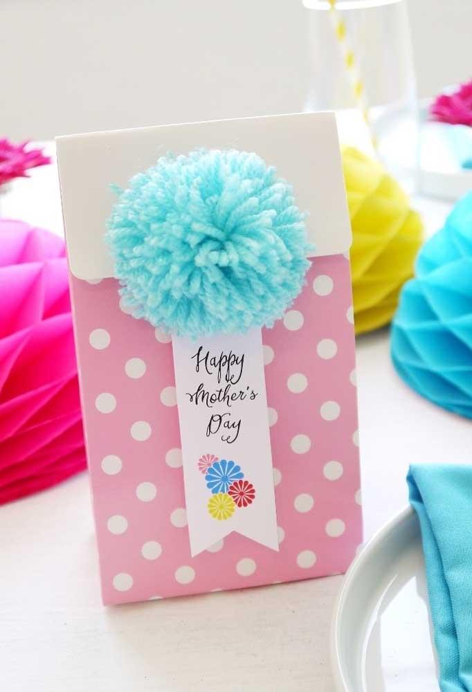 Algumas lembrancinhas do dia das mães você mesmo pode fazer como essa caixinha fofa e delicada.