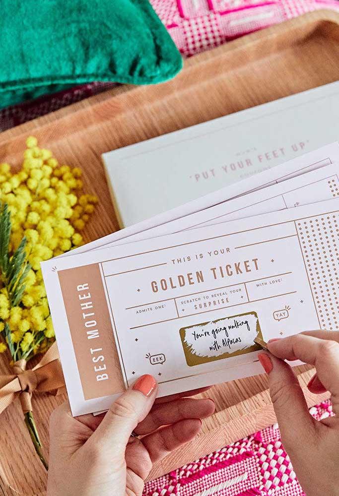 Quer uma ideia original e surpreendente como lembrancinha do dia das mães? Prepare esse cartão lindo.