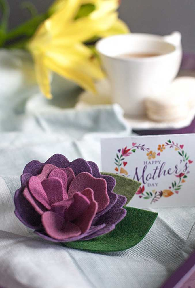 Prepare lindas lembranças usando EVA ou outro tipo de material simples e prático.