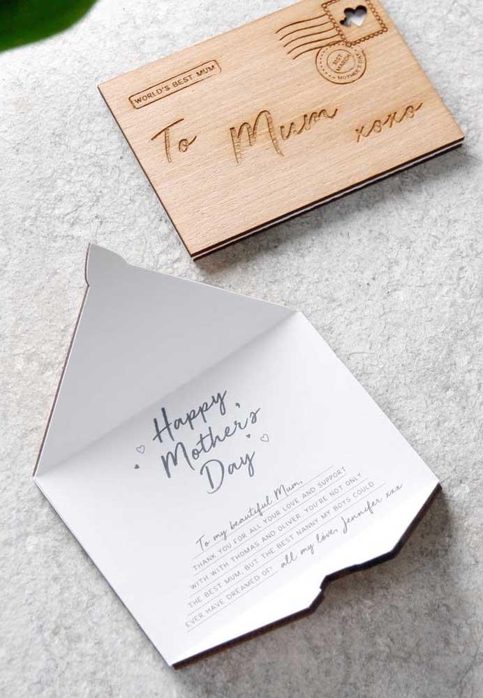 Já pensou em fazer um cartão postal diferente e criativo como esse modelo? É de fazer qualquer mamãe se emocionar.