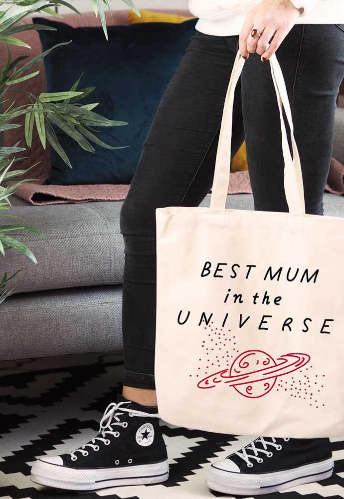 Sua mãe vai desfilar feliz e animada com uma bolsa dessa totalmente descolada.