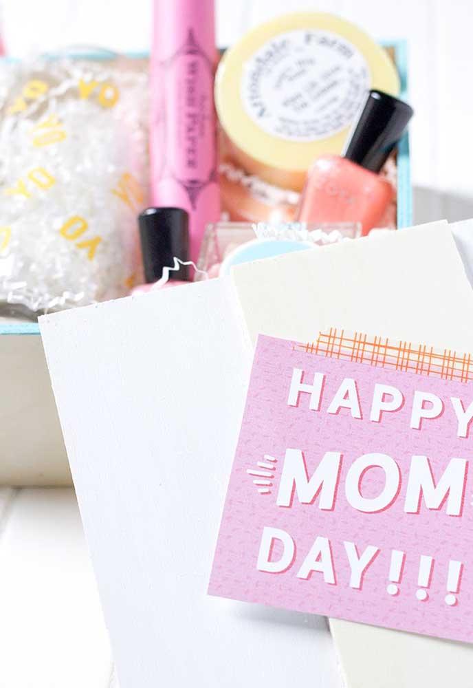 Quer acertar em cheio no presente do dia das mães? Prepare um kit cheio de maquiagens e produtos para a pele.