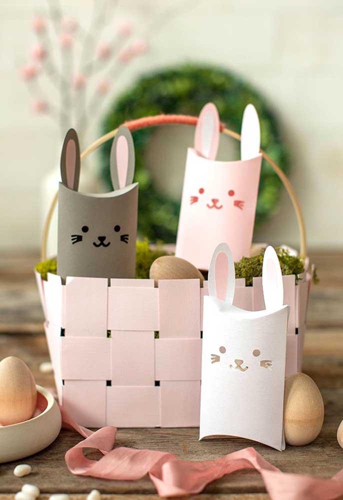 Caixinhas feitas de papel com a carinha do coelhinho da Páscoa são perfeitas para entregar como lembrancinha de Páscoa.
