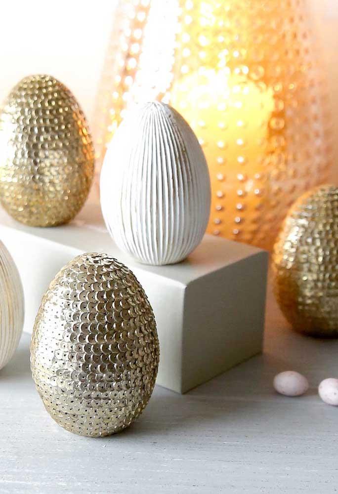Que tal customizar os ovos de Páscoa com vários tipos de materiais? Você pode se surpreender com o resultado!