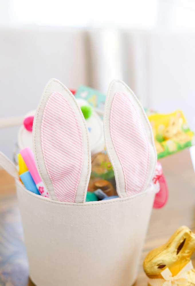 Você quer opções de lembrancinhas de Páscoa em feltro? Aproveite esse modelo de porta treco com as orelhas coelho.