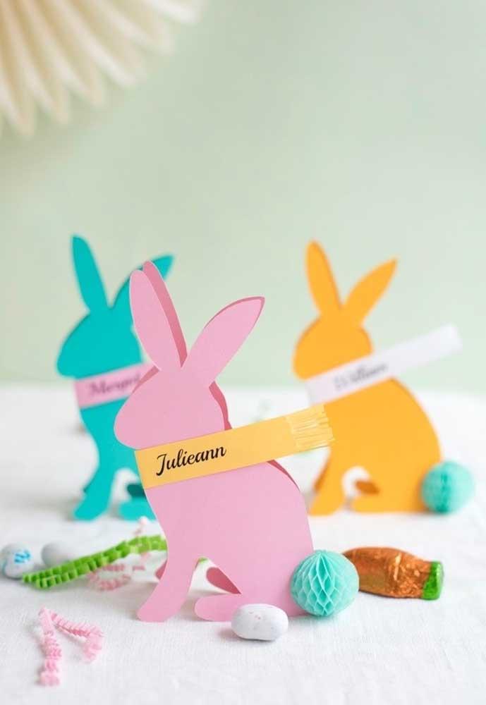 Você pode usar materiais muito simples como o papel para fazer as lembrancinhas de Páscoa.