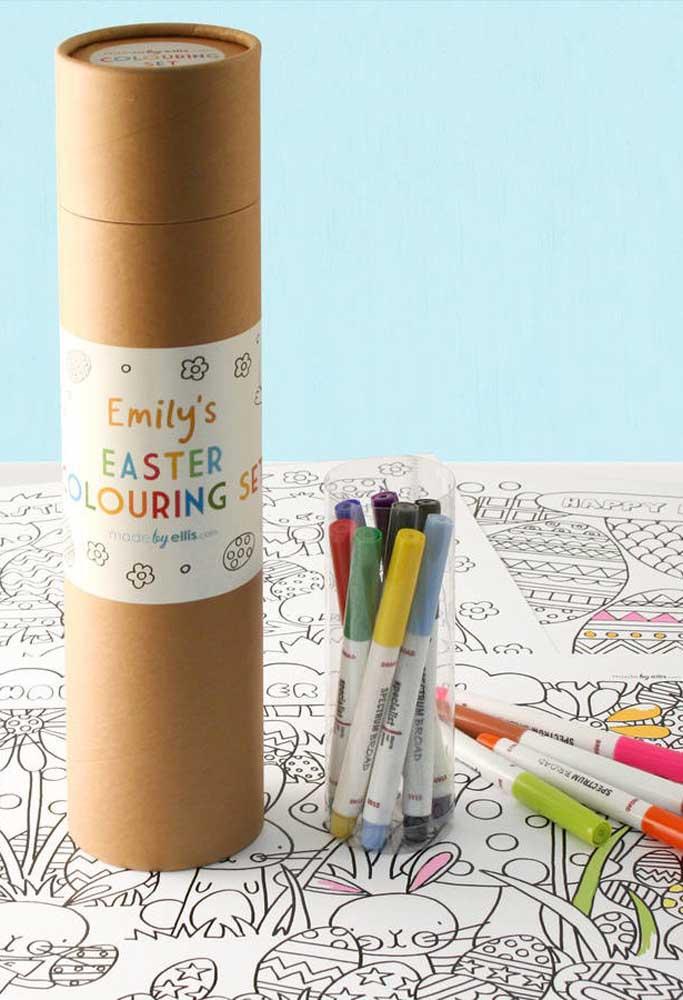 Você quer entregar lembrancinhas mais criativas para as crianças? Que tal preparar um kit de desenho e pintura?