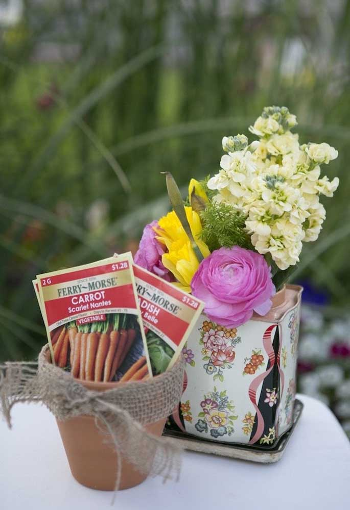 Existem diversas opções de lembrancinhas de Páscoa que podem ser entregues para os seus convidados.