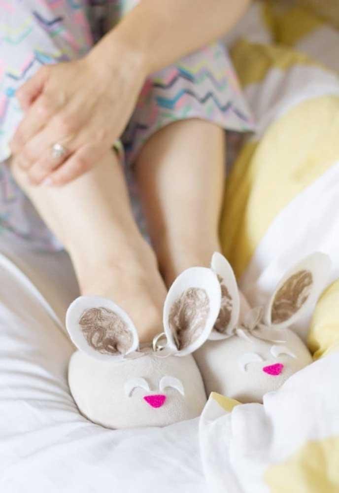 Que tal entregar essas pantufas como lembrancinha de Páscoa? É um opção que agrada adultos e crianças.