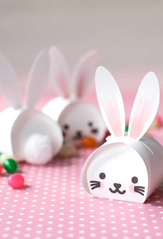 Coloque as crianças para ajudar você a fazer as caixinhas com a carinha do coelhinho da Páscoa.