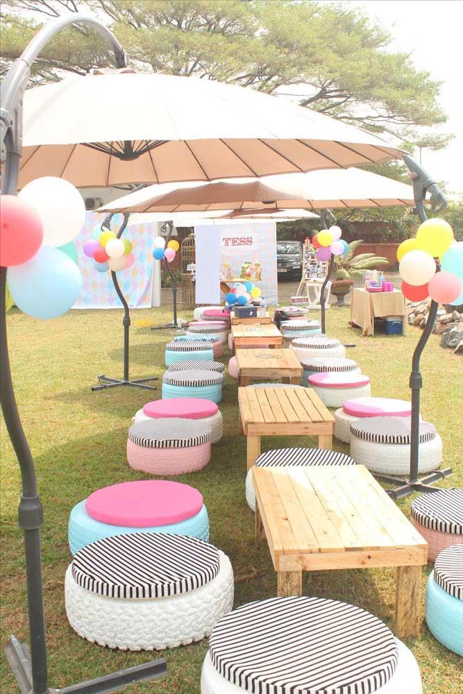 Mesa de pallet para festa: opção barata, rústica e bonita para decoração de aniversários e casamento