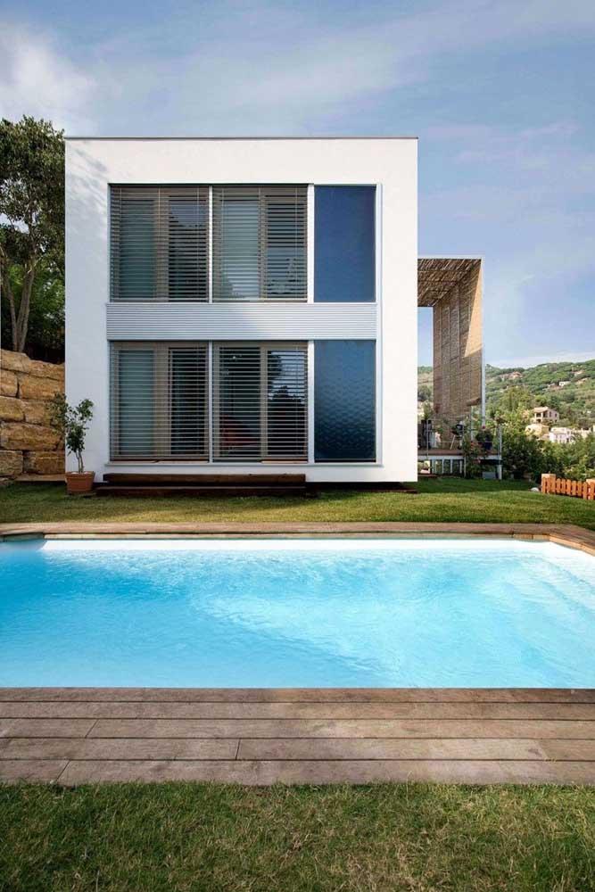 Casa moderna com piscina de fibra