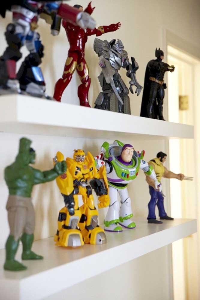 Nesse quarto gamer foi criado um espaço especial só para os bonecos colecionáveis