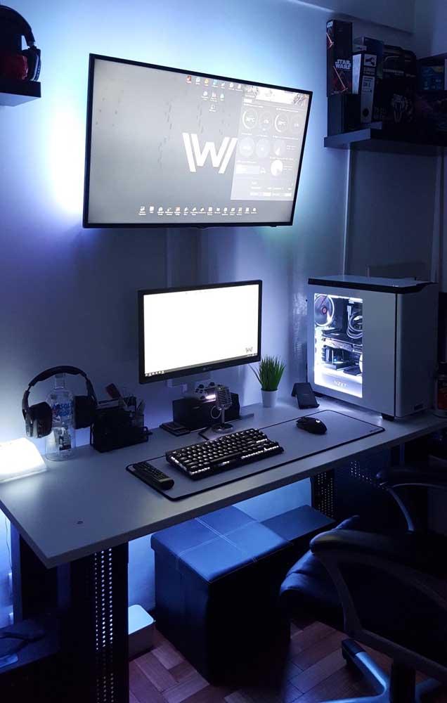 Em um quarto gamer, quanto mais telas, melhor