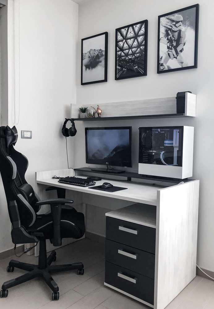 Um quarto gamer simples, pequeno, mas que não abre mão da funcionalidade e de uma estética clean e moderna