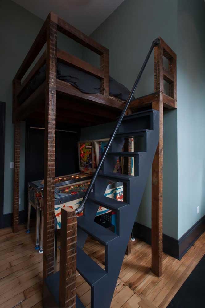 Que ótima ideia! Aqui, a cama foi suspensa para criar espaço para os fliperamas