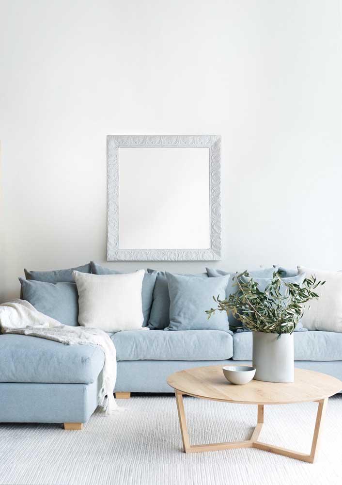 Decoração escandinava também tem espaço para sofá azul, só que para esse estilo prefira os tons pastéis da cor