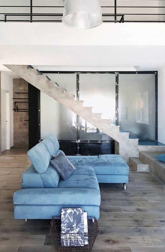 Sofá azul claro reclinável: modelo ideal para quem curte assistir TV na sala