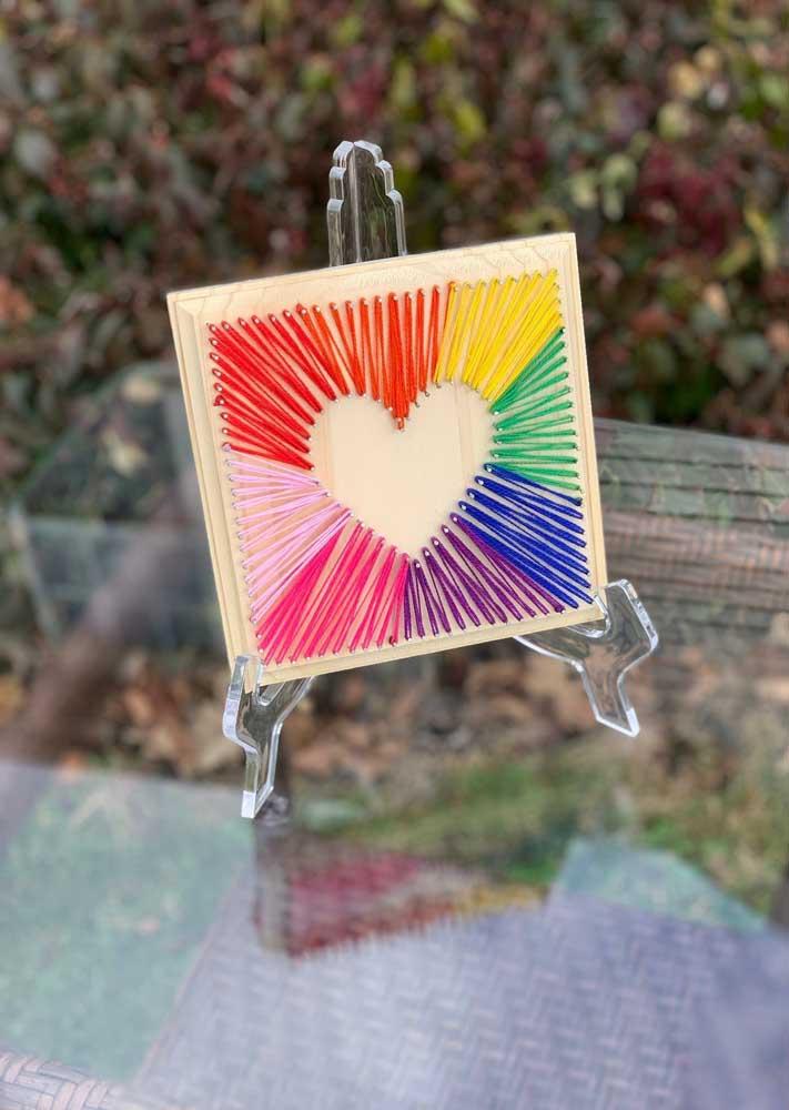 Quadrinho de coração em String Art; quer uma ideia mais simples do que essa?
