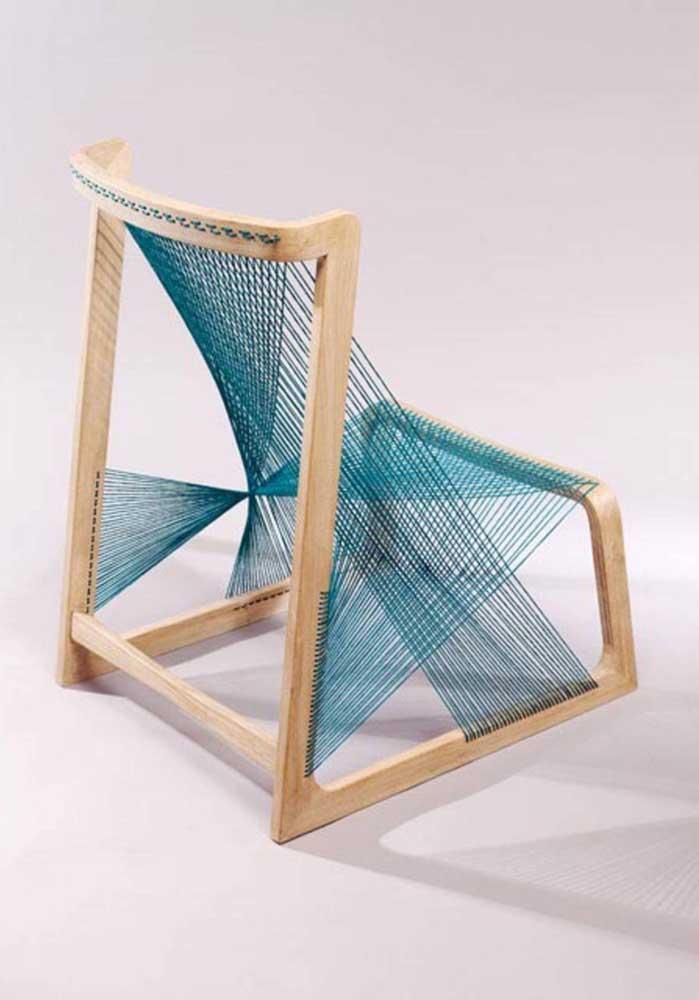 Tem espaço para o String Art na mobília da casa também; aqui, ele aparece na cadeira