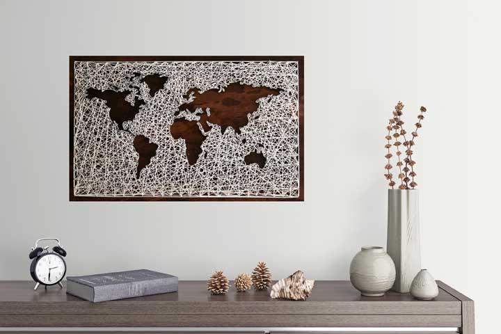 Mapa Mundi em String Art; a combinação entre as cores da base e da linha garantiram o resultado perfeito do artesanato