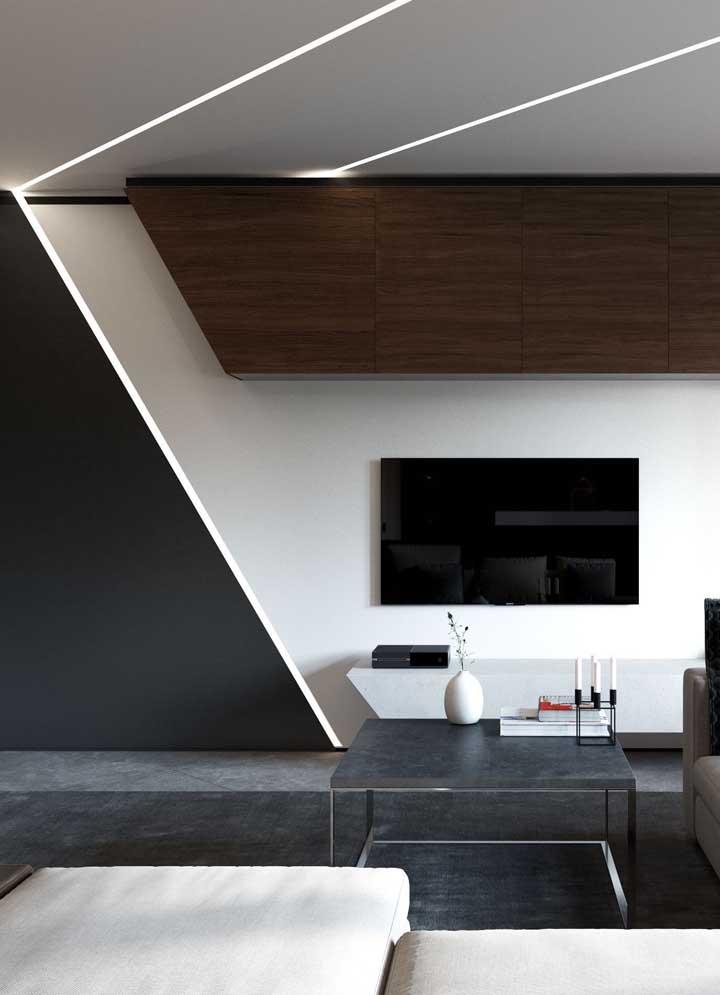 Teto de gesso com faixas iluminadas decorativas: efeito moderno para sala de estar