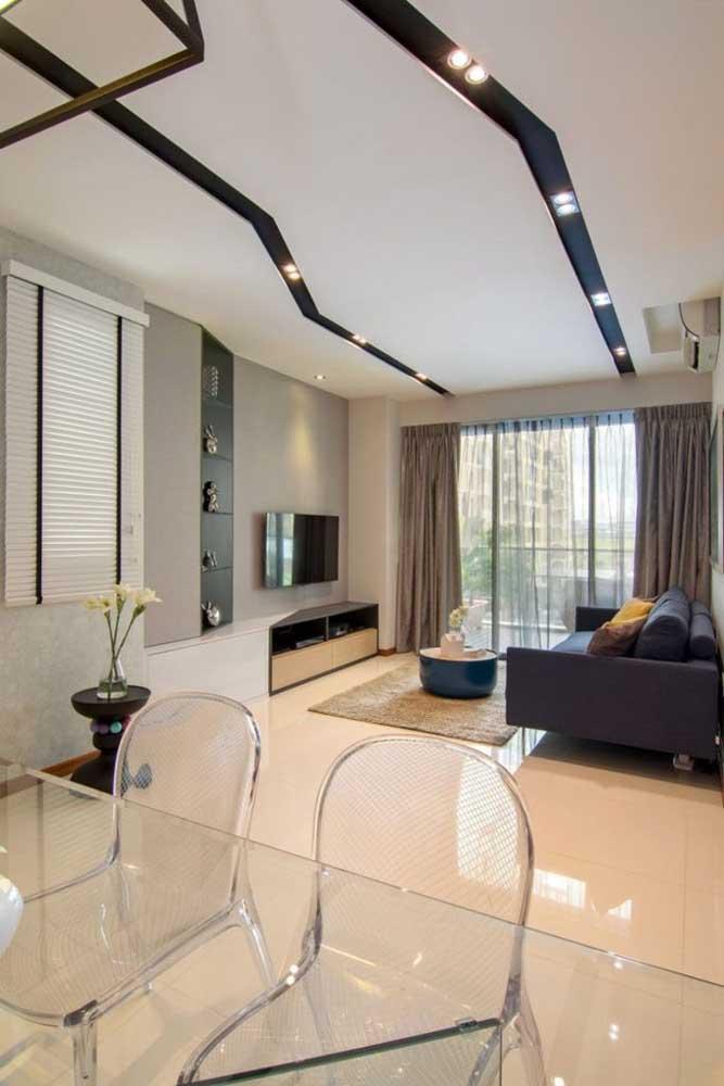 O design diferenciado marca o teto de gesso desse ambiente moderno