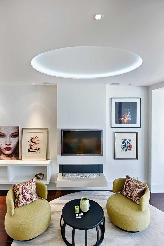 Nesse ambiente, o destaque vai para a sanca redonda com iluminação interna em LED