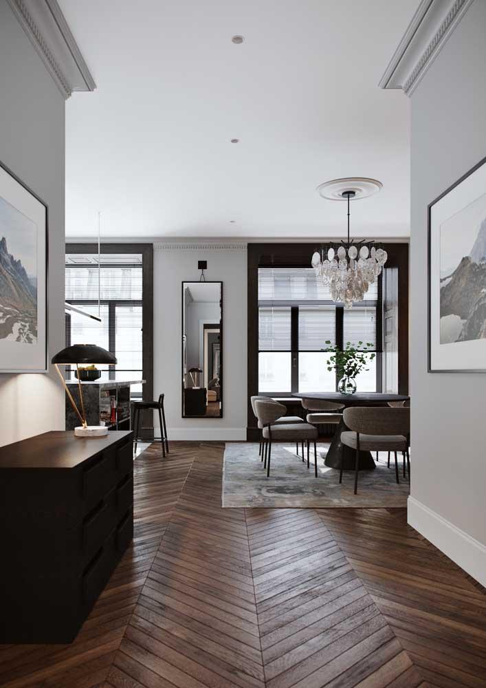 Ambiente em design clássico com teto de gesso simples