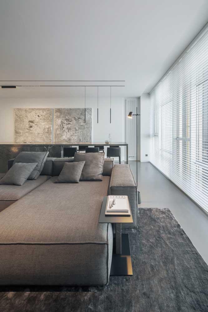 Teto de gesso rebaixado para a sala de estar e de jantar integradas