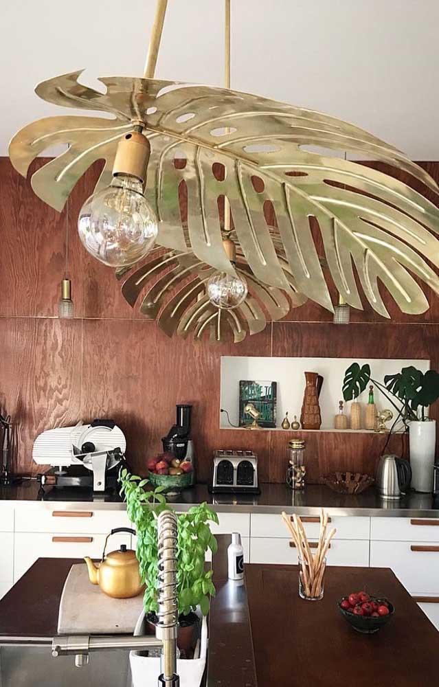Olha essas luminárias no formato das folhas de Costela de Adão! Lindas, originais e muito despojadas