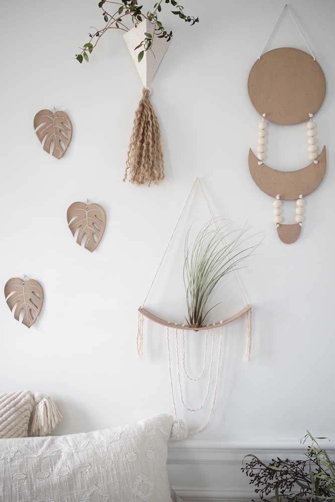 Folhas de Costela de Adão em tom cru para combinar com os demais elementos da decoração