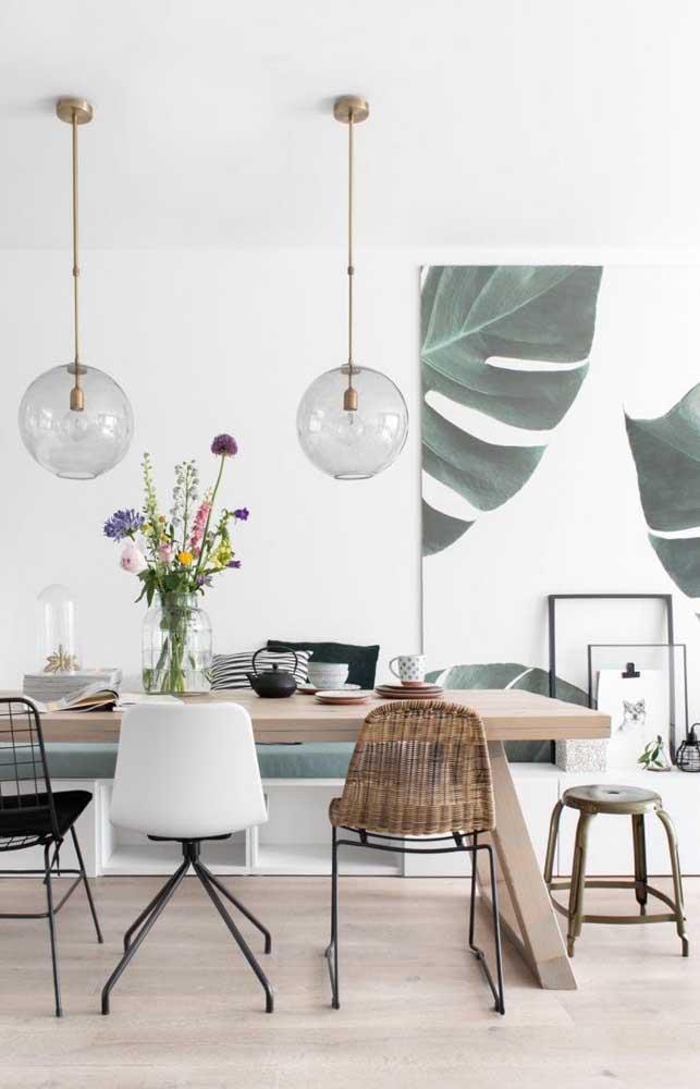Essa sala super moderna trouxe um quadro gigante com folhas de Costela de Adão