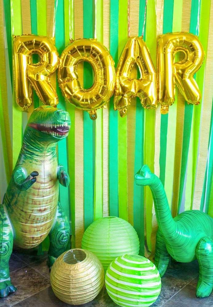 Saiba que é possível fazer uma decoração dinossauro apenas usando diferentes formatos de balão.