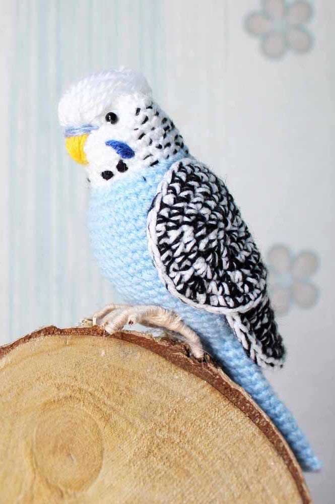 Com a técnica artesanal amigurumi você consegue fazer os mais diferentes bichinhos como é o caso desse lindo papagaio.