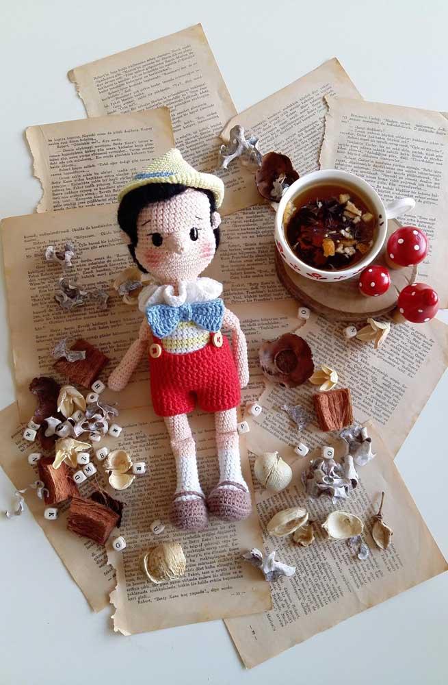Na hora de fazer a decoração com os bonecos amigurumi, produza um cenário que representa muito bem o personagem.