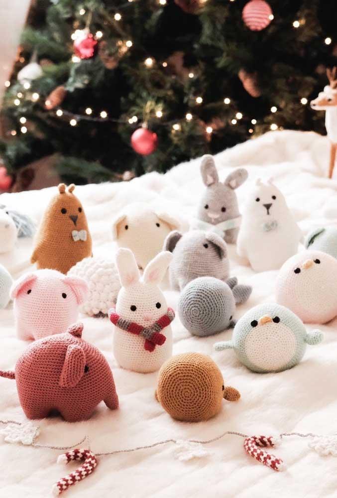 O que acha de fazer vários tipos de bichinhos de crochê para fazer uma decoração completa?