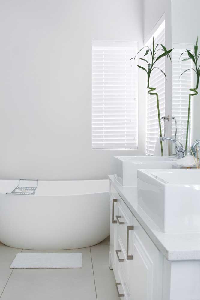 Bambu da Sorte no banheiro minimalista e elegante