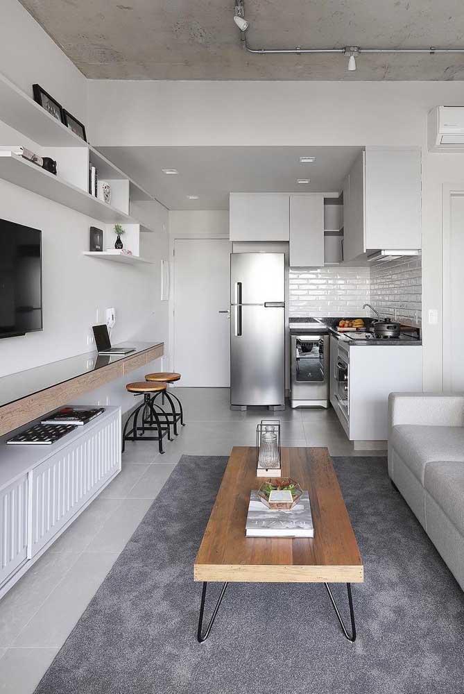 É incrível como a cor branca deixa o ambiente mais espaçoso, sendo uma ótima opção para cômodos pequenos.
