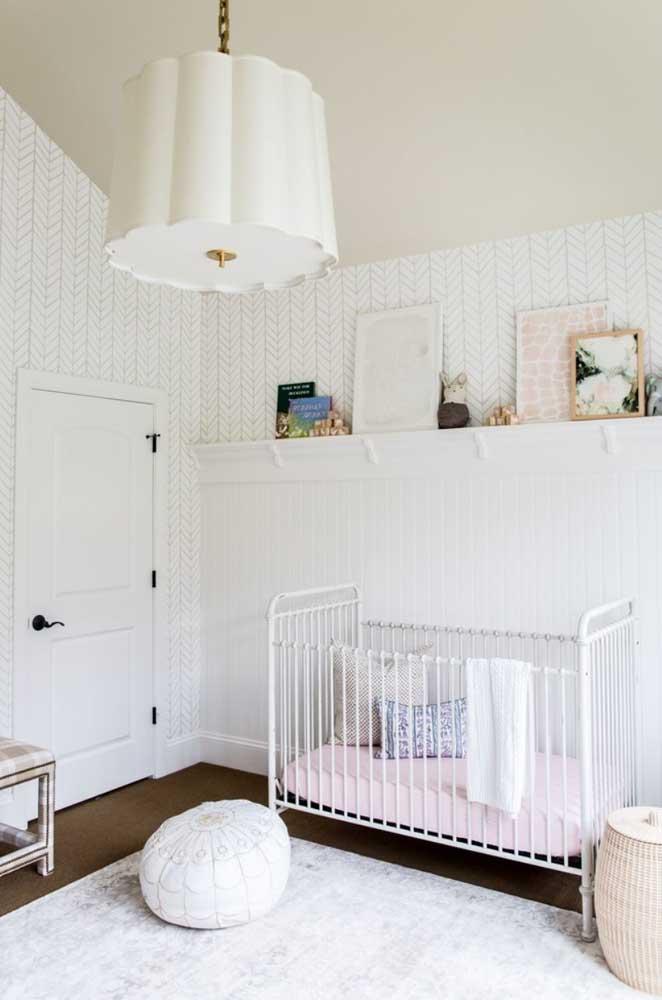 Escolher a cor branca para fazer a decoração do quarto do bebê pode ser a melhor opção para deixar o ambiente mais tranquilo.