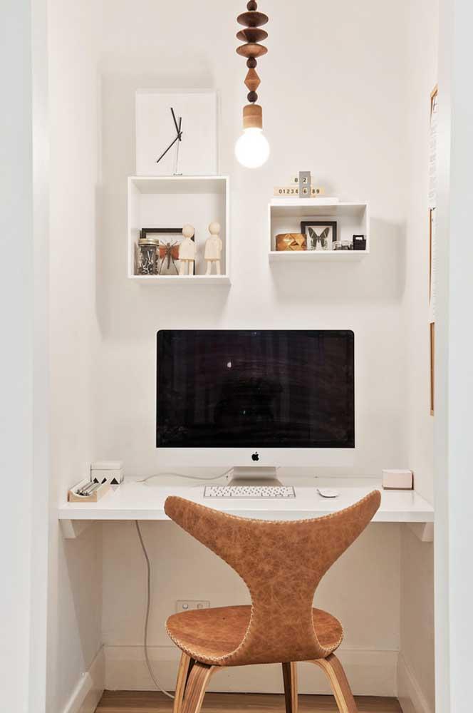 Para deixar aquele cômodo pequeno com a sensação de amplitude, escolha a cor branca na hora de decorar o espaço.